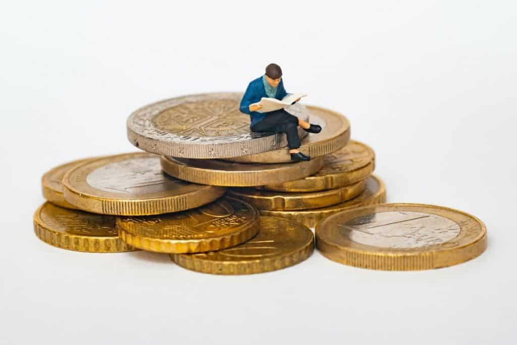 mann på mynter, spare penger